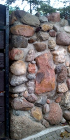 Stone wall with pink & red coloured rocks